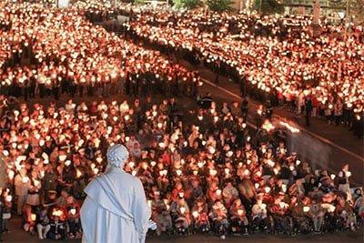 processione aux flambeaux Lourdes