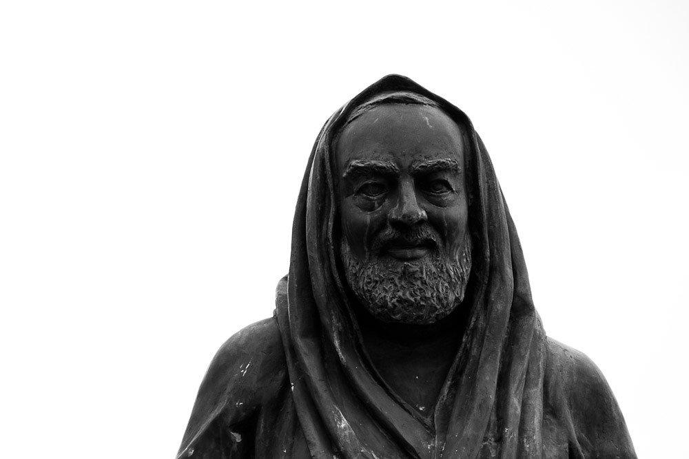 Statua padre pio bianca